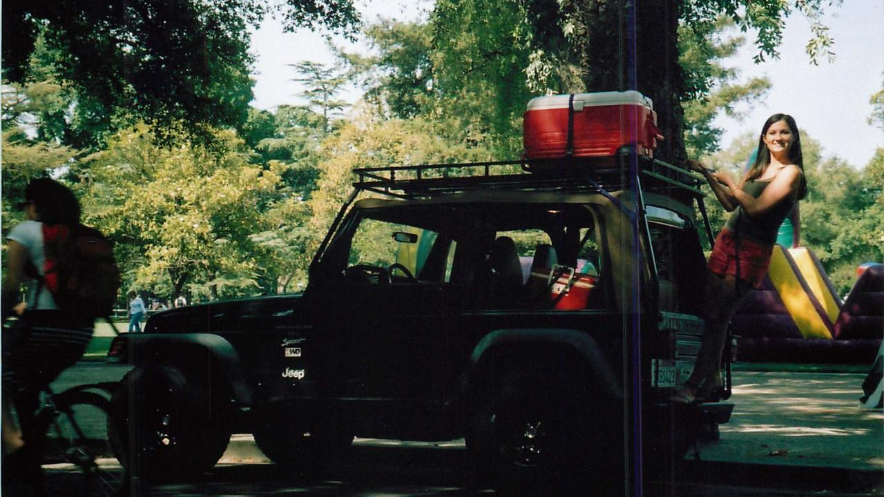 picture of jeep with cooler on top